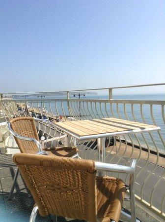 Shoreside Inn: Left view from the balcony