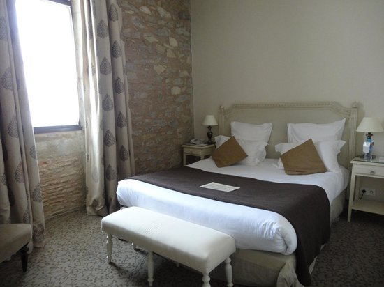 Best Western Le Donjon Les Remparts: Bedroom