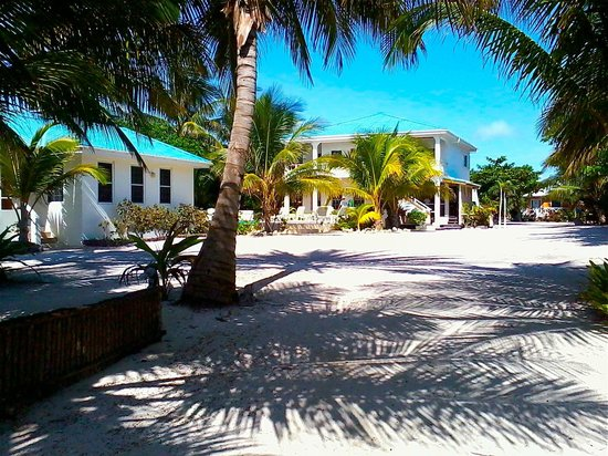 Cocotal Inn & Cabanas: Beach Casita & Main House
