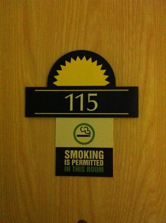 Days Inn Bristol M5: Smoking room!!!