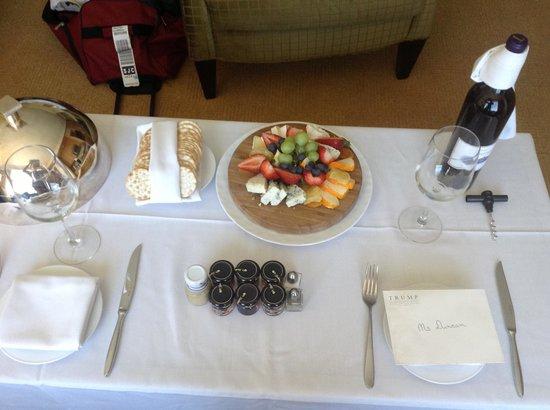 Trump International Hotel Las Vegas: Wine and cheese platter
