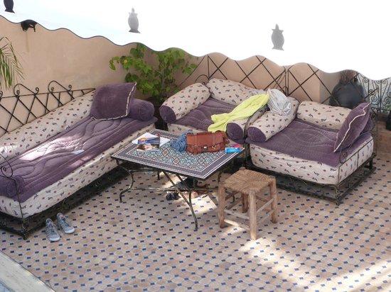 Riad La Bague de Kenza : Sitzecke auf der Dachterasse