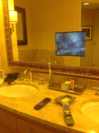 Trump International Hotel Las Vegas: Bathroom with TV in mirror