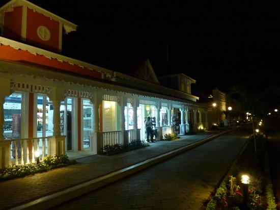 Grand Bahia Principe La Romana: Zona comercial