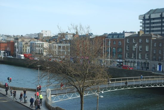 The Morrison, a DoubleTree by Hilton Hotel: King Corner Suite - View of Liffey River