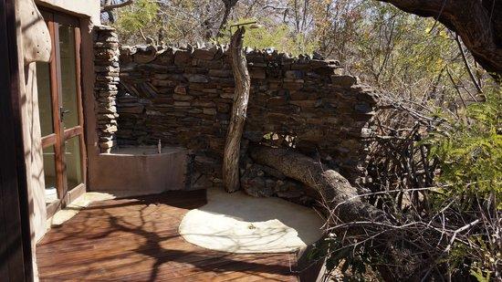 Impodimo Game Lodge : outdoor bath room