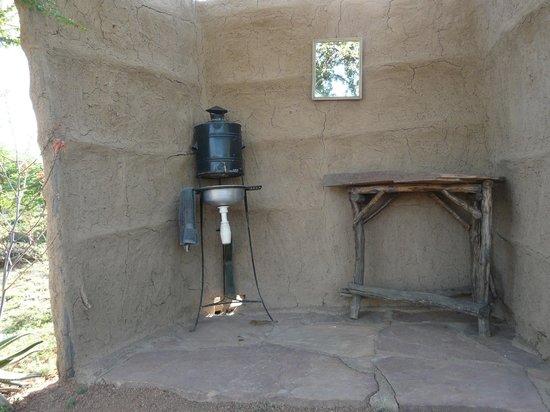 Maji Moto Eco Camp : Freiluft-Badezimmer