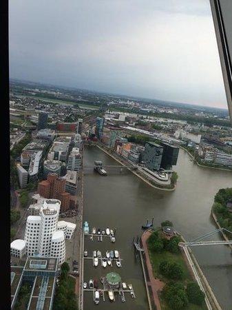 Rhine Tower (Rheinturm) : вид