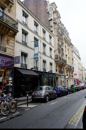 Hotel Jardin Le Brea: View from the street
