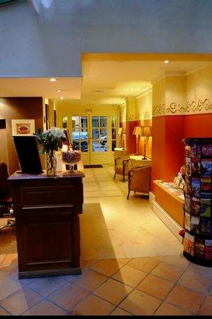 Hotel Jardin Le Brea: Foyer