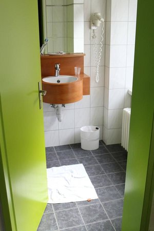 ibis Styles Luzern City: Ванная комната