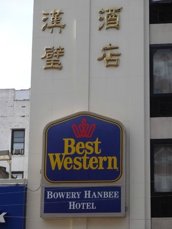 Best Western Bowery Hanbee Hotel: Here's the sign on the hotel