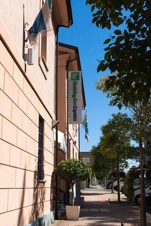 Holiday Inn Express Rome - San Giovanni: Вывеска отеля с улицы