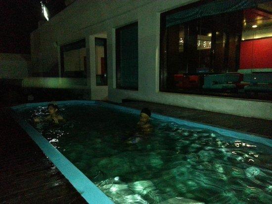 Golden Tulip Amritsar: Rooftop pool