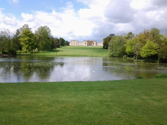 National Trust Stowe: Stowe house and lake