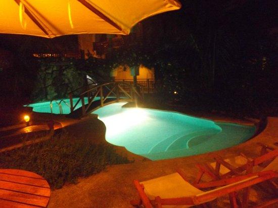 Hotel Silberstein: Noche en la piscina