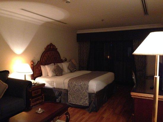 Grand Excelsior Hotel Al Barsha : Bedroom, 1