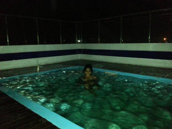 Golden Tulip Amritsar : Rooftop pool