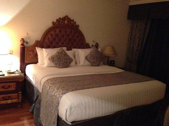 Grand Excelsior Hotel Al Barsha : Bed