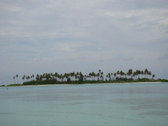 Olhuveli Beach & Spa Maldives: Спокойный пляж Sunrise