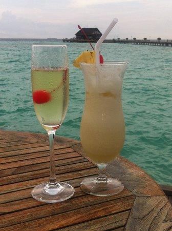 Olhuveli Beach & Spa Resort: Вид на открывающийся океан из Lagoon restaurant