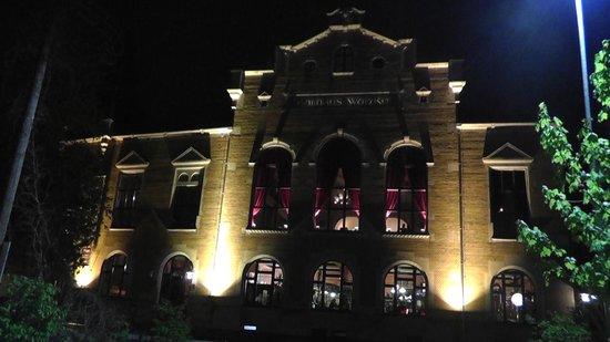 Hausbräu im Ballhaus Watzke: Watzke at night.