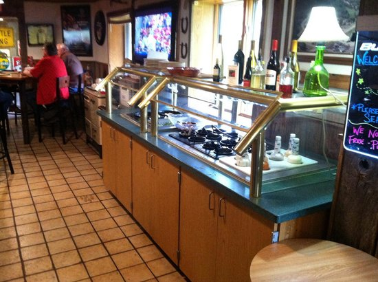 Soldiers Grove, WI: Salad Bar at edge of Cozy Dining Room
