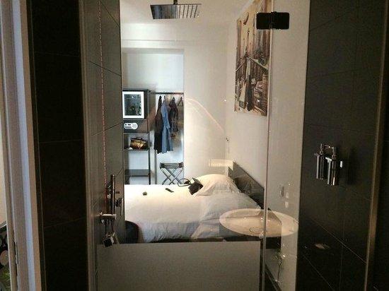 Hotel Grey: вид из ванной комнаты прямо в номер