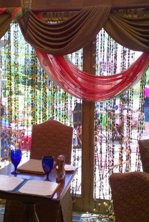 Rat's Restaurant : Eclectic decor.