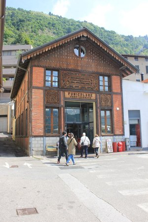 Funicolare Como-Brunate: the station near the bus station