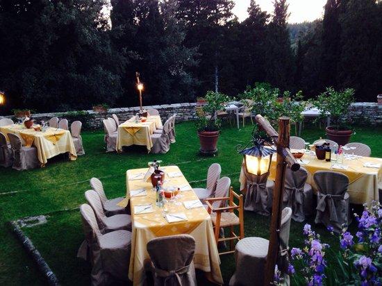 Il Castello di Gargonza: Dinner in the lemon garden