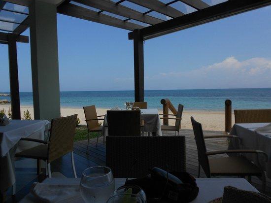 Iberostar Grand Hotel Rose Hall: Beach side dinning