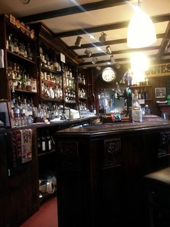 The Tavern at Strathkinness: Whisky?