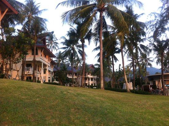 Outrigger Laguna Phuket Beach Resort: HOTEL GROUNDS