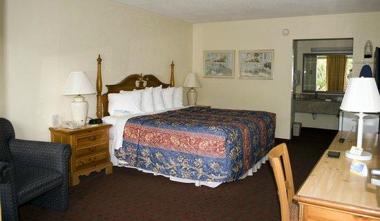 Days Inn Melbourne: Ground Floor, King Bed Room 169