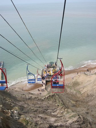 The Needles : The chair lift down to Alum Bay