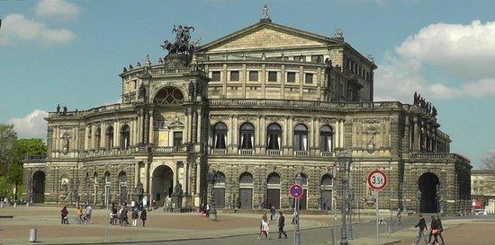 Semper Opera House (Semperoper): Semperoper during the day.