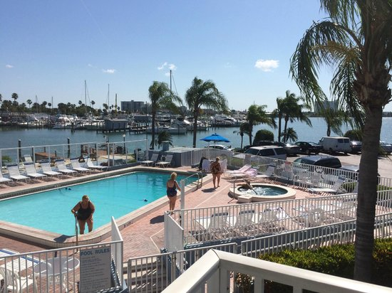 Sea Captain Resort on the Bay: The Pool