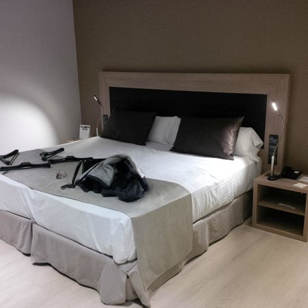 Catalonia Atenas Hotel : BIG Comfy bed