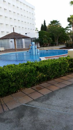 Club MAC Alcudia: Pools clean. Never any litter or nappies from other reviews I've seen.
