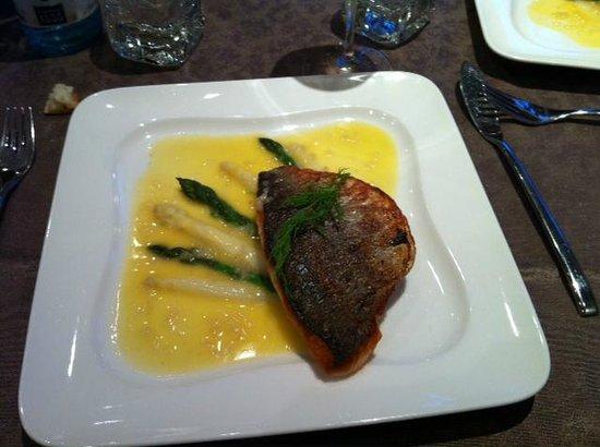 Aux Trois Poissons : Não me lembro o nome do peixe, mas estava ótimo