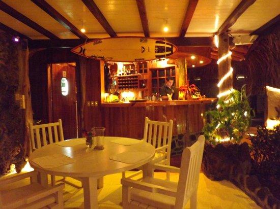 Angermeyer Waterfront Inn: Barra