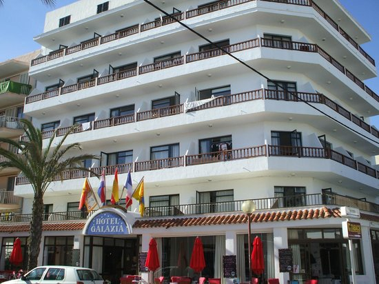 Galaxia: Front of hotel
