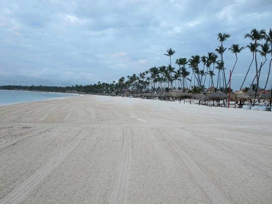 Secrets Royal Beach Punta Cana: Beach looking toward Paradisus.