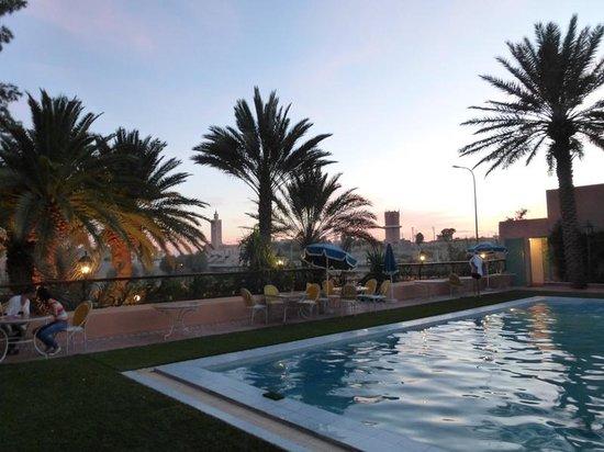 Kenzi Rissani : la piscine au coucher du soleil