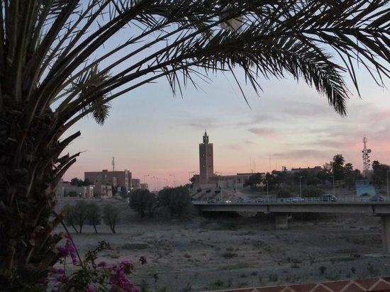 Kenzi Rissani : vue sur l'oued et le minaret