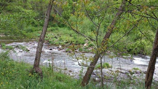 Camping Chantemerle : la riviere