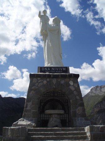 Cirque de Gavarnie : Statue of our Lady of the Snows, near Gavarnie.
