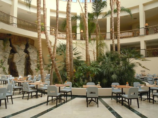Atlantica Imperial Resort & Spa: Close to restaurant