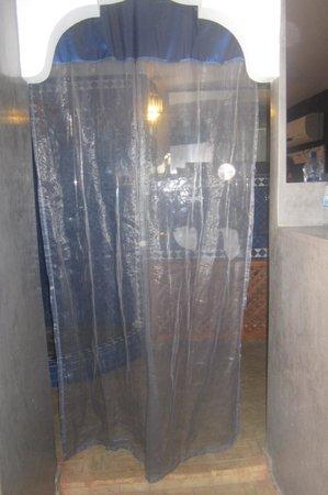 Riad Tara Hotel & Spa : tenda al posto della porta